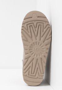 UGG - CLASSIC MINI II - Boots à talons - oyster/sesame - 6