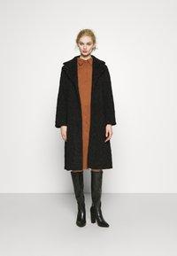Glamorous - BUTTON THROUGH DRESS - Robe longue - rust - 1