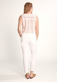 comma casual identity - 7/8-LÄNGE - Slim fit jeans - white - 2