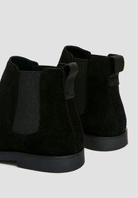 PULL&BEAR - Kotníkové boty - black - 3