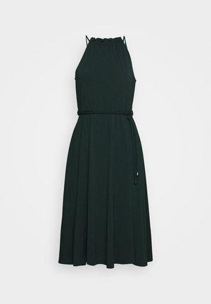 BASIC JERSEYKLEID - Jersey dress - scarab