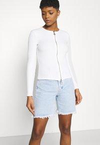 KENDALL + KYLIE - BERMUDA - Shorts di jeans - light wash - 3