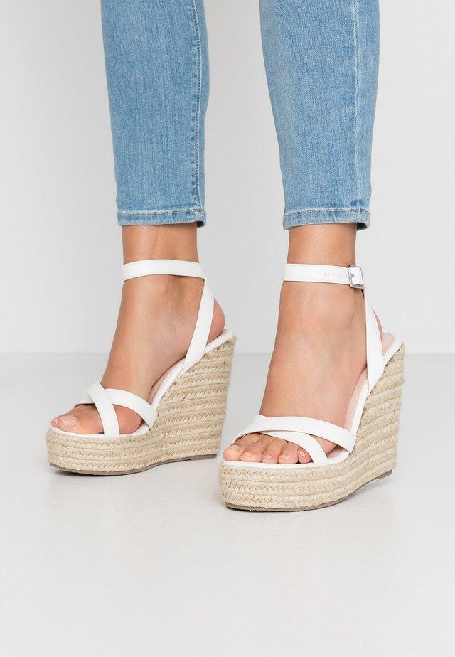 WIDE FIT ELISHA - Højhælede sandaletter / Højhælede sandaler - white