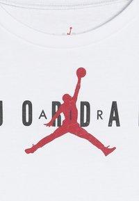 Jordan - BRAND TEE  - Print T-shirt - white - 4
