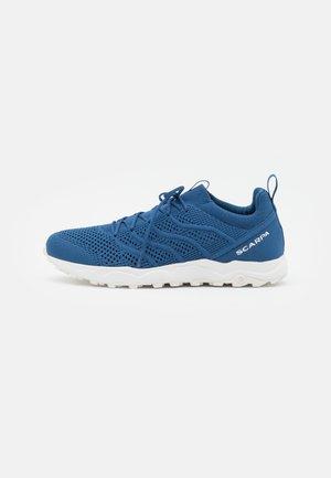 GECKO CITY UNISEX - Hiking shoes - navy