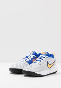 Nike Performance - TEAM HUSTLE QUICK 2 UNISEX - Basketbalschoenen - pure platinum/laser orange/hyper royal - 3