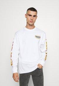 Tommy Jeans - LONGSLEEVE RETRO LOGO TEE - Long sleeved top - white - 2