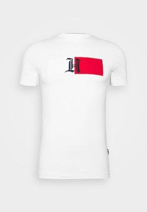 LEWIS HAMILTON UNISEX CLASSIC LOGO TEE - Camiseta estampada - white