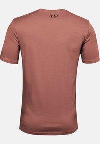 Under Armour - Print T-shirt - cedar brown - 1