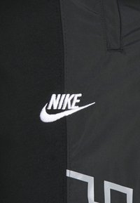 Nike Sportswear - Pantaloni sportivi - black/particle grey/white - 5