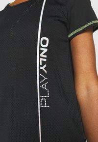 ONLY Play - ONPALIX TRAINING TEE - Camiseta estampada - black/safety yellow/iridescent - 6