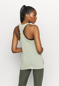 Nike Performance - YOGA LAYER TANK - Sportshirt - celadon heather/olive aura - 2