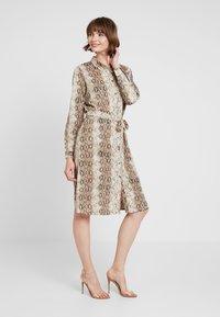 ICHI - IXVERO - Shirt dress - tapioca - 0