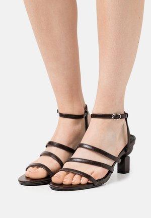 TYLER - Sandals - chocolate
