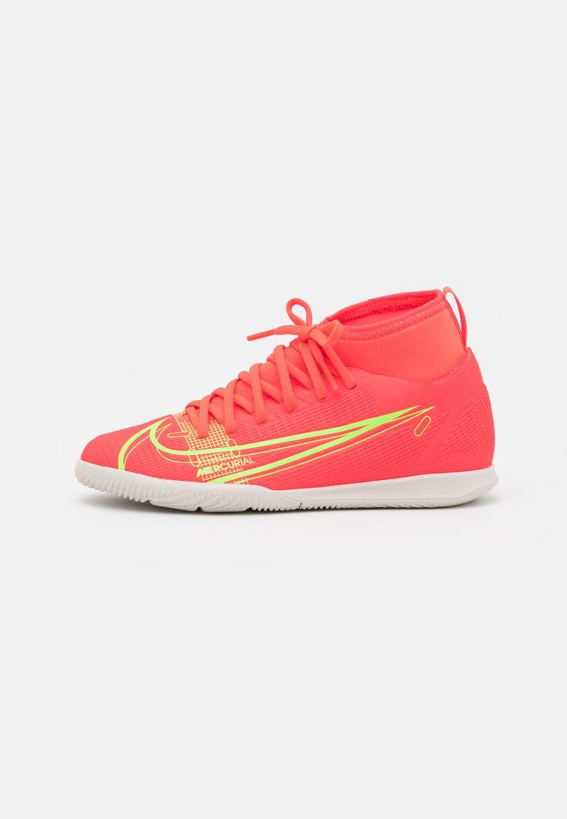 Nike Performance - MERCURIAL 8 CLUB IC UNISEX - Halové fotbalové kopačky - bright crimson/metallic silver