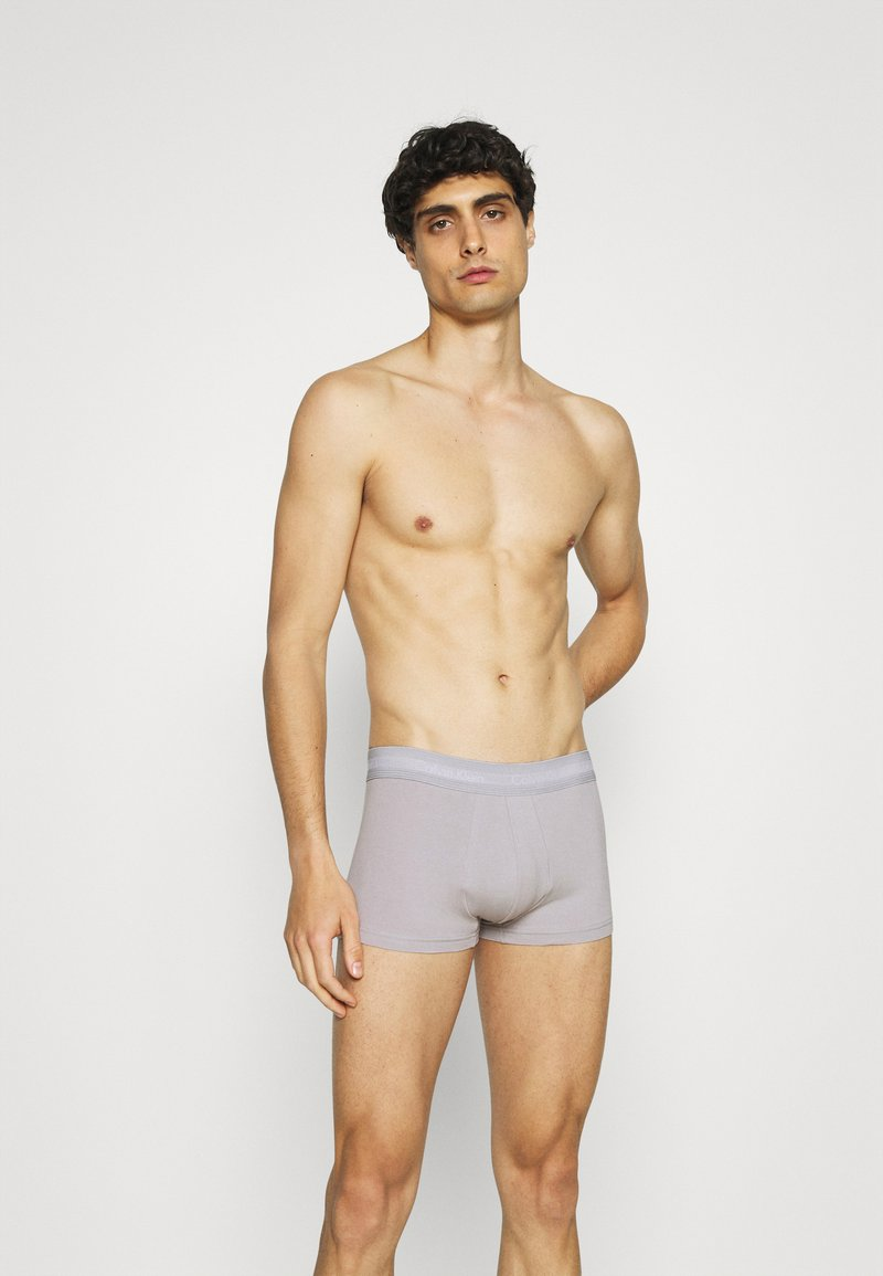 Calvin Klein Underwear - STRETCH LOW RISE TRUNK 3 PACK - Pants - blue