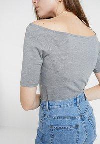 Modström - TANSY  - Basic T-shirt - grey melange - 4