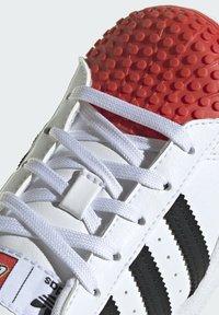 adidas Originals - ADIDAS ORIGINALS ADIDAS X LEGO - SUPERSTAR 360 - Baskets basses - white - 9