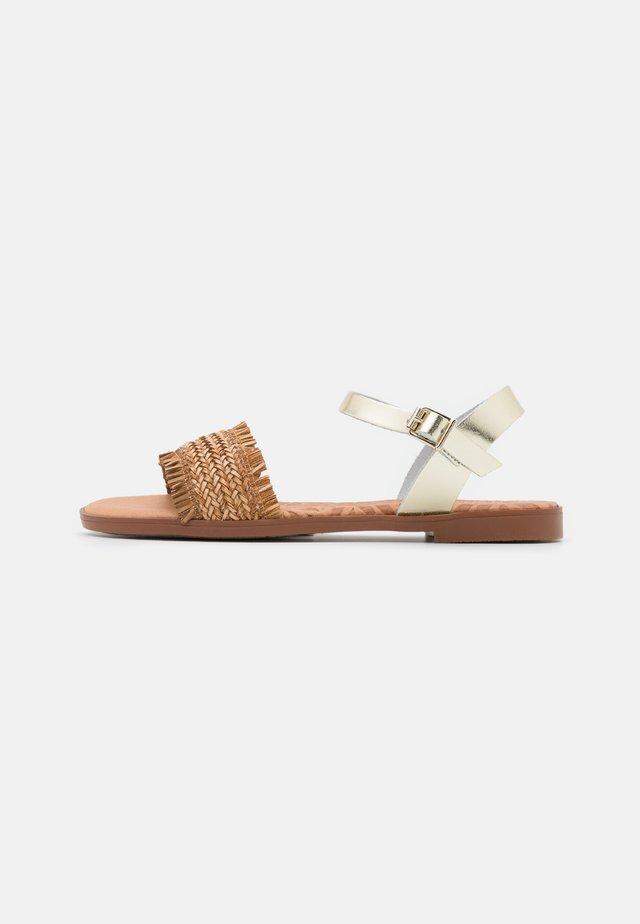 MARIA - Sandaalit nilkkaremmillä - brown