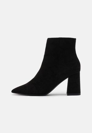 BASIC SLANTED HEEL - Kotníková obuv - black