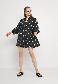 EDITED - THANYA DRESS - Day dress - bold dot/black - 1