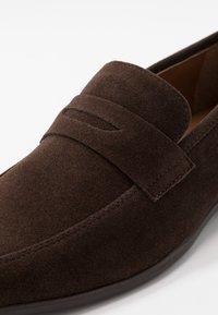 Pier One - Elegantní nazouvací boty - dark brown - 5
