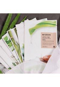 Mizon - JOYFUL TIME ESSENCE BAMBOO 4 MASKS PACK - Skincare set - - - 1