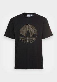 DECO TREFOIL - Camiseta estampada - black