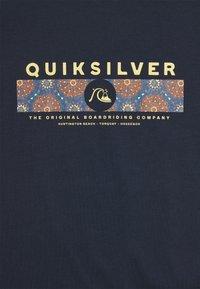 Quiksilver - WRAP IT UP - Print T-shirt - navy blazer - 2