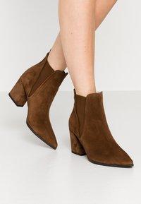 Kennel + Schmenger - AMBER - Boots à talons - castoro - 0