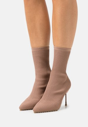 BARBICAN DRENCH - High heeled ankle boots - blush