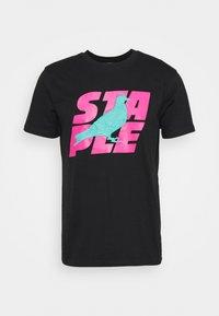 STAPLE PIGEON - STACKED LOGO TEE UNISEX - Print T-shirt - black - 5
