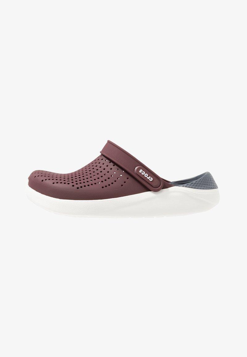 Crocs - LITERIDE RELAXED FIT - Drewniaki i Chodaki - burgundy/white