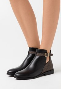 MICHAEL Michael Kors - LAWSON - Ankle boots - black/brown - 0