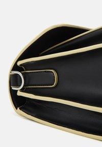 HVISK - BASEL RESPONSIBLE - Across body bag - black - 5