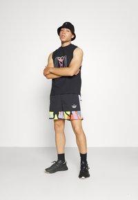 adidas Originals - LOVE UNITES UNISEX - Shorts - multicolour - 4