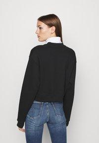 Calvin Klein Jeans - MONOGRAM CROPPED - Sweatshirt - black - 2