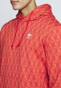adidas Originals - GRAPHICS GRAPHIC HODDIE SWEAT - Hoodie - red/stiora - 4