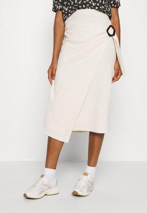 NAVINA SKIRT - Falda de tubo - beige/weiß/creme
