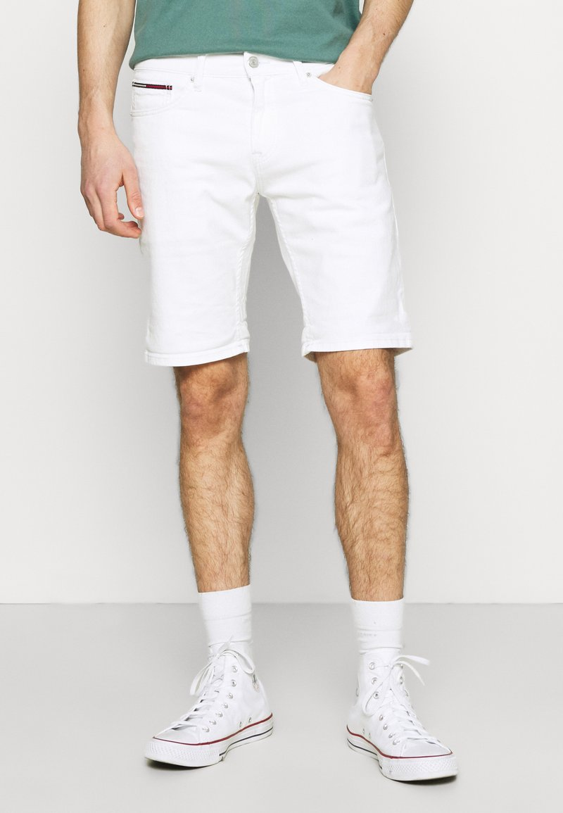 Tommy Jeans - SCANTON SLIM - Denim shorts - optic white