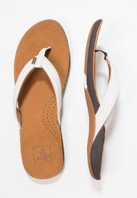 Reef - MISS J-BAY - Sandály s odděleným palcem - white/tan - 3