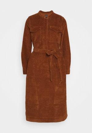 SHIRTDRESS - Denní šaty - chestnut