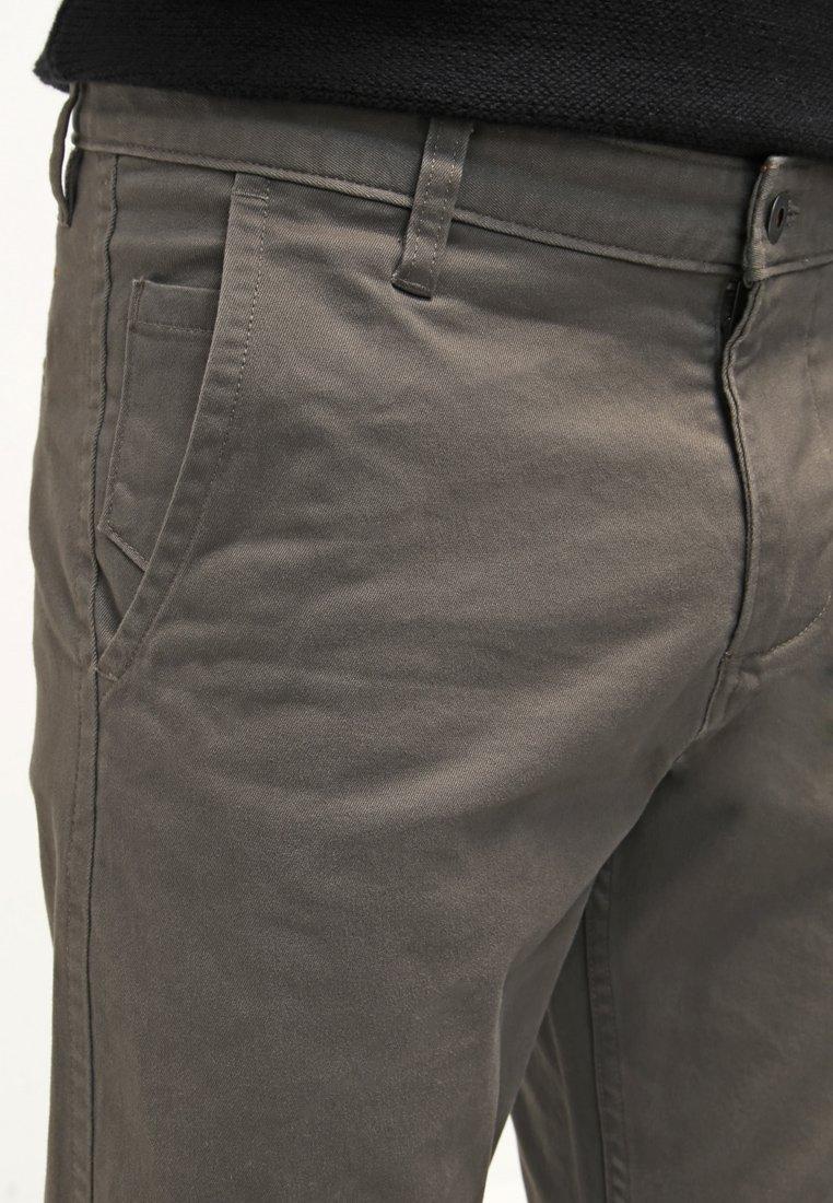 DOCKERS ALPHA ORIGINAL - Stoffhose - dark pebble core/taupe H47oeC