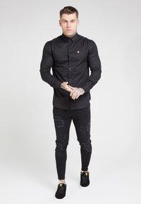 SIKSILK - SIKSILK LONG SLEEVE SMART SHIRT - Overhemd - black - 1