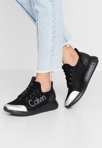 Calvin Klein Jeans - REIKA - Sneakers laag - black/silver - 0