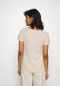 Zign - T-shirt print - off-white/camel - 2