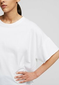 KARL LAGERFELD - RELAXED FIT  - T-Shirt basic - white - 4