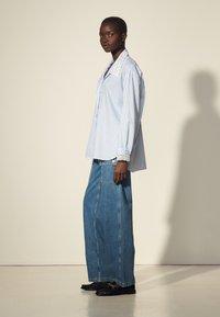 sandro - ALINE - Button-down blouse - ciel/blanc - 1