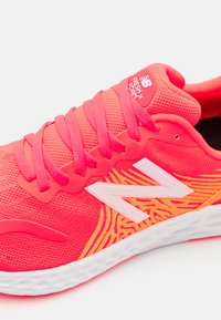New Balance - TEMPO - Competition running shoes - red - 5