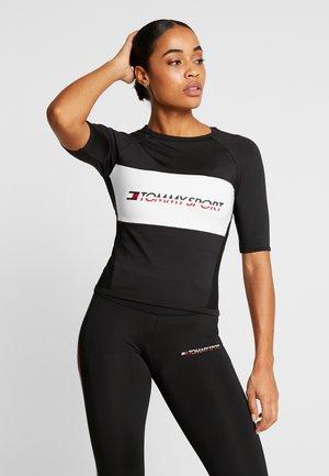 TIGHT TEE - T-shirt z nadrukiem - black